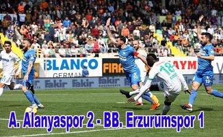 Penaltı rekoru kırılan maçta Alanyaspor, Erzurumspor'u ateş hattına attı