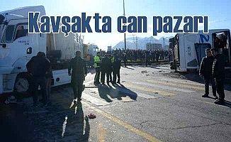 Yolcu otobüsü TIR ile çarpıştı, 34 yaralı var