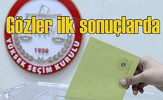 İstanbul'da seçim heyecanı zirvede | Nefesler tutuldu, sonuçlar bekleniyor