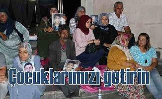 HDP önünde eylem büyüyor, 17 aile çocuklarını bekliyor