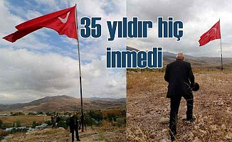 Hakkari Suüstü Köyü'nde 35 yıldır inmeyen bayrak
