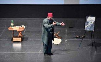 Mehmet Akif'in hayatı tiyatro oyunuyla anlatıldı