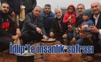 Türk dönerciler İdlip'te 2 ton döner dağıtttı