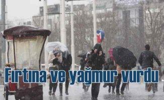 İstanbul'da yağmur ve fırtına etkisini artırıyor