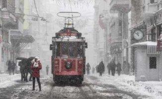 İstanbul kar ve kışa hazır | Sokakta kalanlar için tesisler açıldı