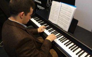 Tohum Otizm Vakfı Öğrencisi Cem Sezgin'den muhteşem piyano resitali