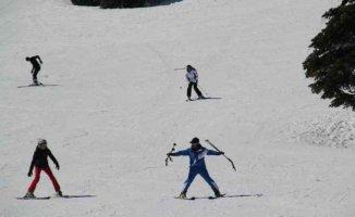 Görme engelli gençler, engelleri kayak öğrenerek aşacak