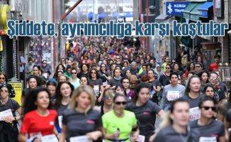 Kadınlar güçlü adımlarıyla Kadıköy'de koştu
