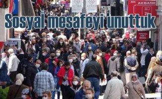 Sosyal mesafeyi unuttuk | Yasak bitti caddeler doldu taştı