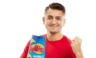 Ruffles'ın ilk marka yüzü ünlü futbolcu Cengiz Ünder oldu
