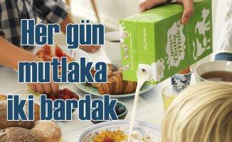Yüksek kaliteli protein için her gün iki bardak süt!
