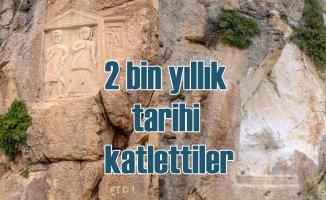 Defineci terörü | 2 bin yıllık kayaları parçaladılar