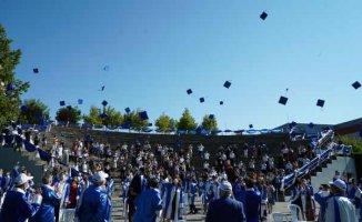 Okan Üniversitesi'nde mezuniyet sevinci