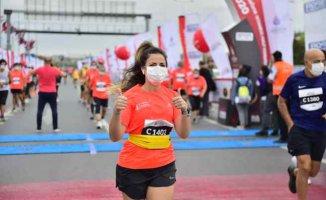 15. İstanbul Yarı Maratonu'nuna İBB'li sporcular damgasını vurdu