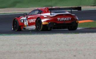 Salih Yolaç, Aston Martin ile Le Mans'da kazanan ilk Türk pilot