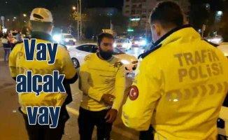 İzmir Depremi | Millet can kurtarmaya çalışırken o hırsızlık için gelmiş