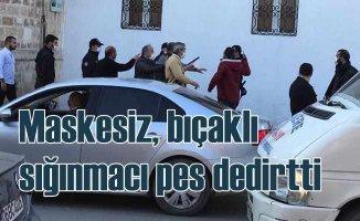 Maskesiz sığınmacı polise bıçakla saldırmaya kalktı