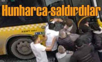 Duraktan yolcu alan otobüsün şoförüne saldırdılar