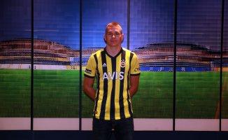 FenerbahçeAttila Szalai renklerine bağladı