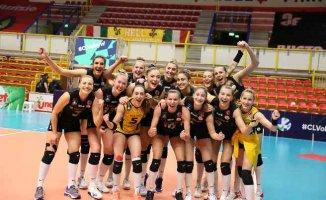 VakıfBank Kadın Voleybol takımı finalde