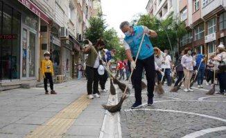 Lüleburgaz | Gerenli süpürgeyi kaptı sokakları süpürdü!