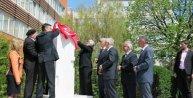 27 Nisan Dünya Kayıp Kişiler Günü nedeniyle, Kosova Meclisi avlusunda 1650 kayıp kişi anısına anıt dikildi