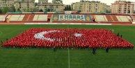 2 bin 500 öğrenci birlikte diş fırçalayıp dünya rekoru kırdı