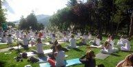 Abantta 250 kişi göl kenarında Yoga Gününü kutladı