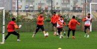 Adanaspor lider Kayserisporla oynuyor