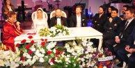 Kıvanç Tatlıtuğ Nikah Masasına Oturdu