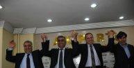 AK Parti Hakkari adayları tanıtım toplantısında partililerle buluştu