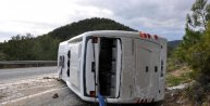 Antalyada tur midibüsü devrildi: 1 ölü, 19 yaralı
