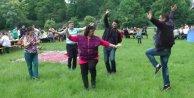 Azeriler Cumhuriyet bayramlarını Türklerle piknikte kutladı