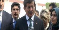 Başbakan Davutoğlu Portekizde şehit diplomatlar anıtına çelenk bıraktı