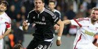 Beşiktaş Skenderbeu'yu Cenk Tosun ile devirdi