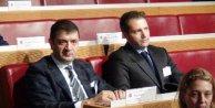 Beşiktaşlı Yönetici Erdal Torunoğulları UEFA Kupası ile poz verdi