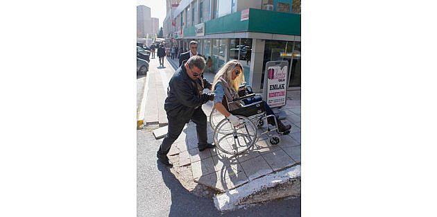Beylikdüzü Belediye Başkanının Eşi Dilek İmamoğlu, Tekerlekli Sandalye İle Beylikdüzü'nü Gezdi