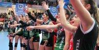 Bursa Büyükşehirli bayan voleybolcular finale hazırlanııyor