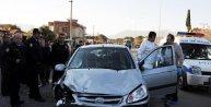 Camiye giden 2 kişi otomobil altında can verdi
