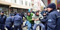 Çanakkale'de TKP'li 8 gösterici yaka paça gözaltına alındı