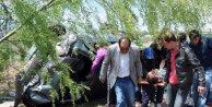 Cenazeden dönenlerin aracı takla attı: 5 yaralı