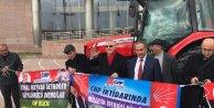 CHPli Öğüt, aday adaylık başvurusuna traktörle geldi