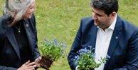 """Danimarkada Ermeni lobisinden 100 adet Beni Unutma"""" çiçeği"""