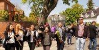 Danimarkadaki Türkler oy kullanmak için uzun kuyruklar oluşturdu