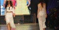 Denizli Fashion Weekte bornozlu gelinlik