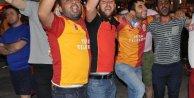 Denizlili Galatasaray taraftarı sokaklara döküldü