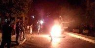 Diyarbakır'da gergin gece: PKK'lılar yol kapattı