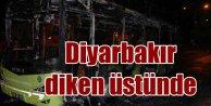 Diyarbakırda gerginlik sürüyor: Teröristler otobüs yaktı