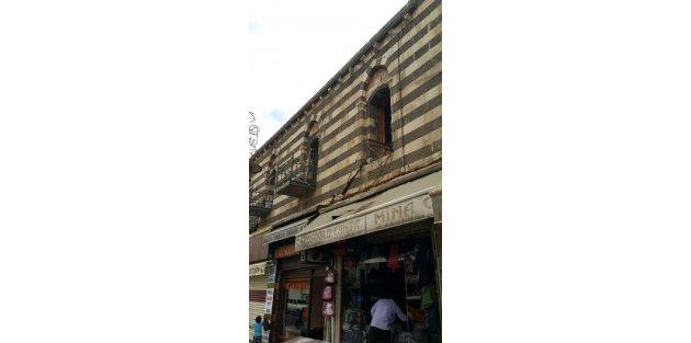 Diyarbakırda tarihi Hasan Paşa Hanının balkonu çöktü