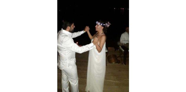 Ebru Yaşar, evlendi